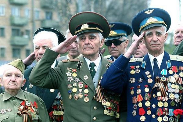 Владимир Путин подписал указ о единовременной выплате ветеранам 10 000 рублей